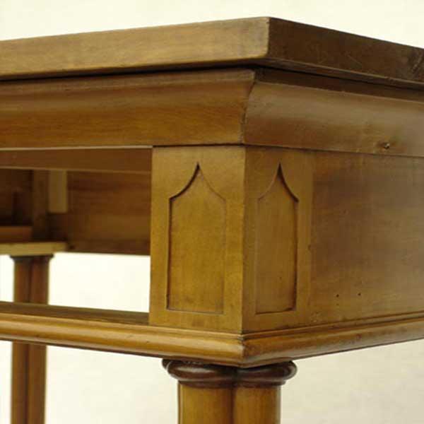 Möbelrestaurierung-Tisch, Originalbestand Gotisches Haus um 1800_fertig vorne